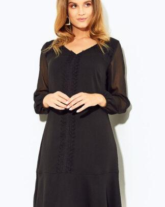 Czarna sukienka ze zdobieniem